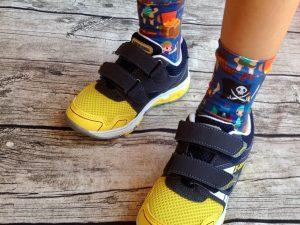 Ringelprinz-Socken Junge Piratenstoff