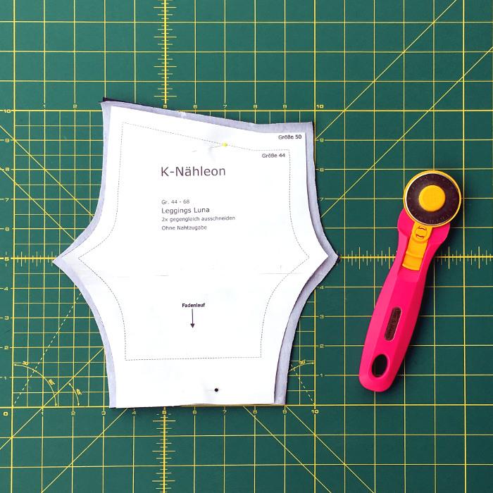 Leggings-Schnittteile mit Nahtzugabe zuschneiden