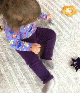 Enge Hose mit Freebook nähen - kostenloses Schnittmuster für Kinder & Babys