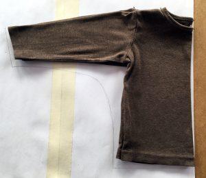Schnittmuster für ein Fledermaus von einem Shirt abnehmen