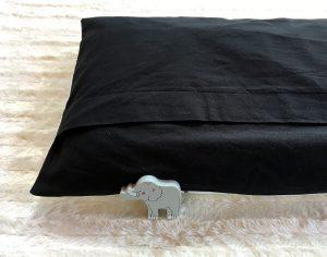 Einfaches Kissen mit Hotelverschluss nähen - Rückseite