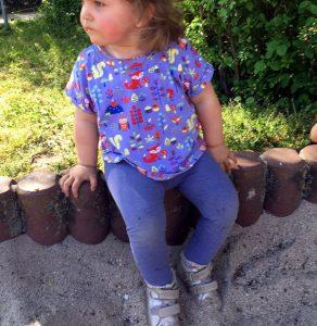 Schnelles T-Shirt für Mädchen nähen - Ärmel mit Aufschlag und Stehkragen