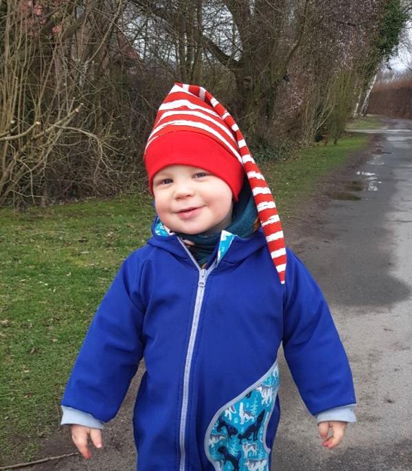 Zipfelmütze für Kinder nähen mit roten Streifen