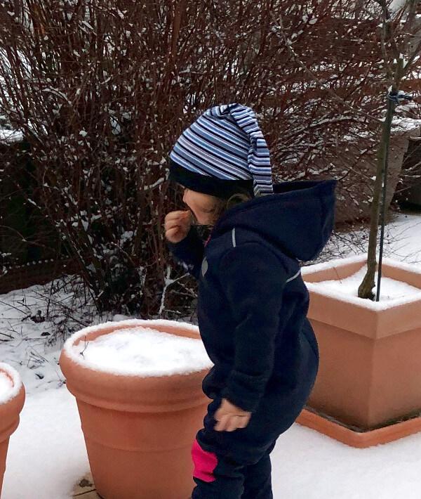 Gestreifte Zipfelmütze im Winter