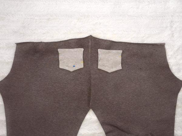 Rückwärtige Taschen auf der Leggings anstecken