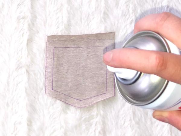 Den Stoff der Tasche mit Sprühstärke einsprühen