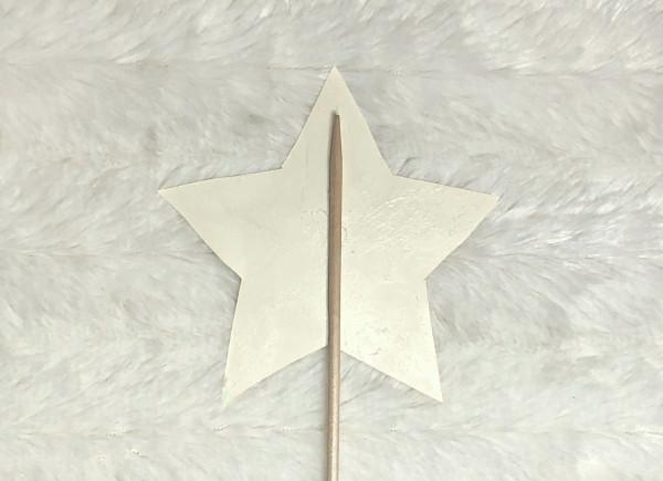 Zauberstab: Schaschlikspieß an  Stern kleben