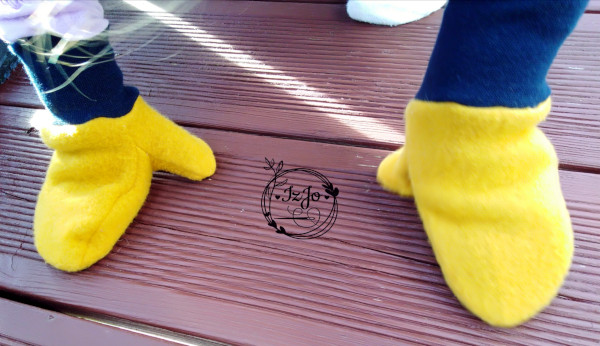 Gelbe Wollwal-Fäustlinge