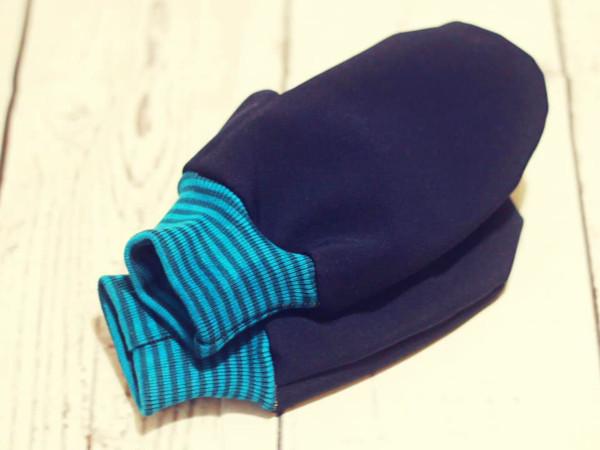Kinder-Handschuh: Blauer Sweat und Ringelbündchen